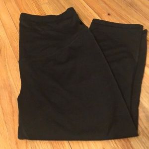 Old Navy Maternity Active Black Capris